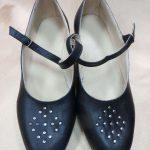 Sieviešu ādas kurpes ar kniedēm 15