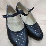 Sieviešu ādas kurpes ar kniedēm 13