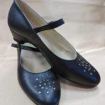 Sieviešu ādas kurpes ar kniedēm 14